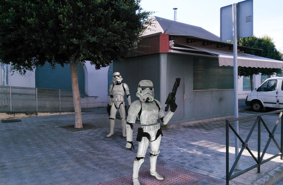 Tropas imperiales custodiando el lugar donde ha sucedido el desafortunado incidente.